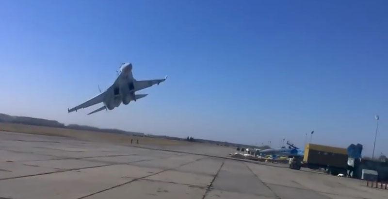 Ukrainian 'Topnotch' Pilots Show Their Low-Level Aerobatics (Video)