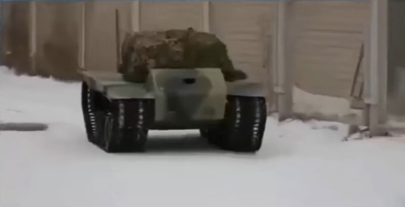 Combat Robots' Fight Club Near Moscow (Video)