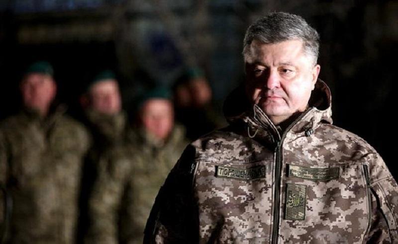 President of Ukraine Petro Poroshenko during a meeting with military personnel at the Shirokino region command center (Photo: Mikhail Palinchak/press-service of the President of the Ukraine/TASS)