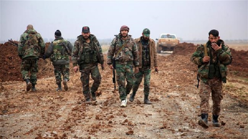 Syrian government forces walk in an area south of the city of al-Bab in the northern province of Aleppo on January 14, 2016. ©AFP