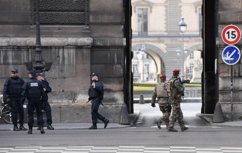 Knife-Wielding Attacker Was Shot In Paris Louvre Museum (Photo, Video)