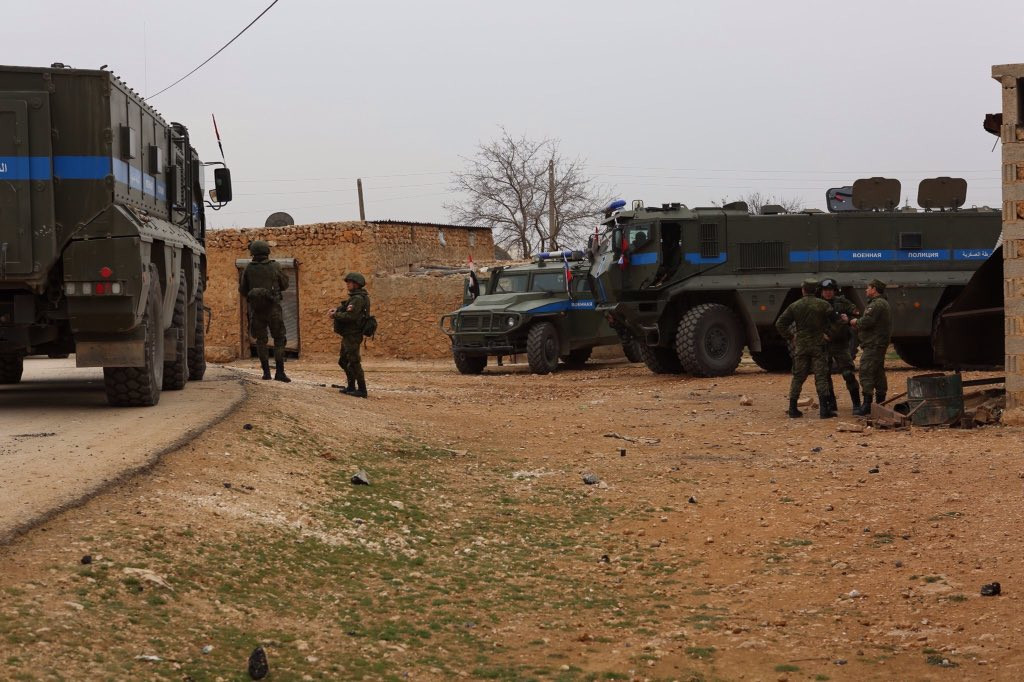 Russian & US Military Jointly Operate In Outskirts of Manbij - The Times (Photos)