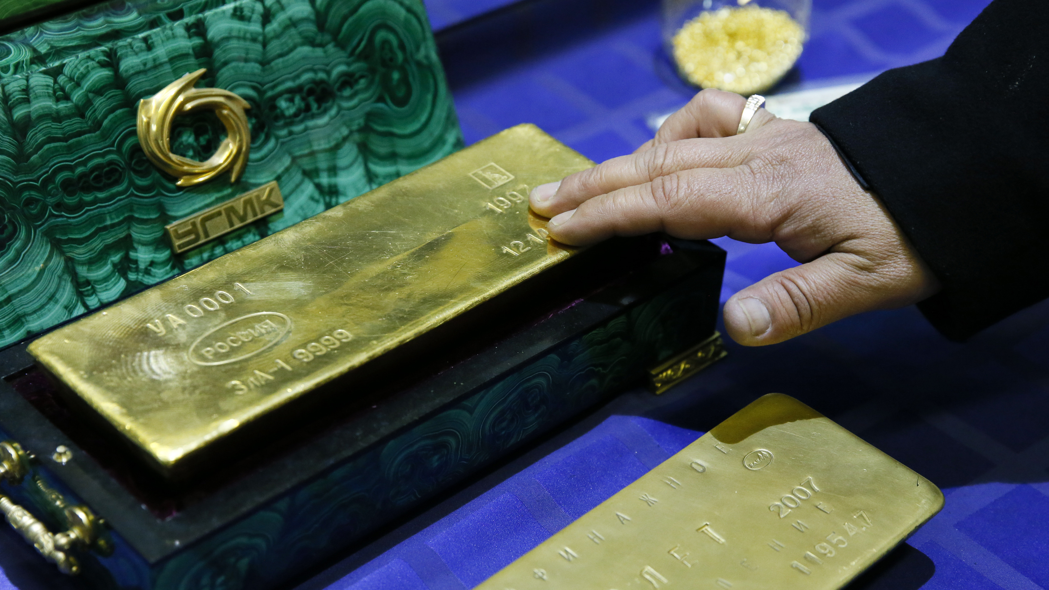 Moscow And Beijing Join Forces To Bypass US Dollar In Global Markets, Shift To Gold Trade