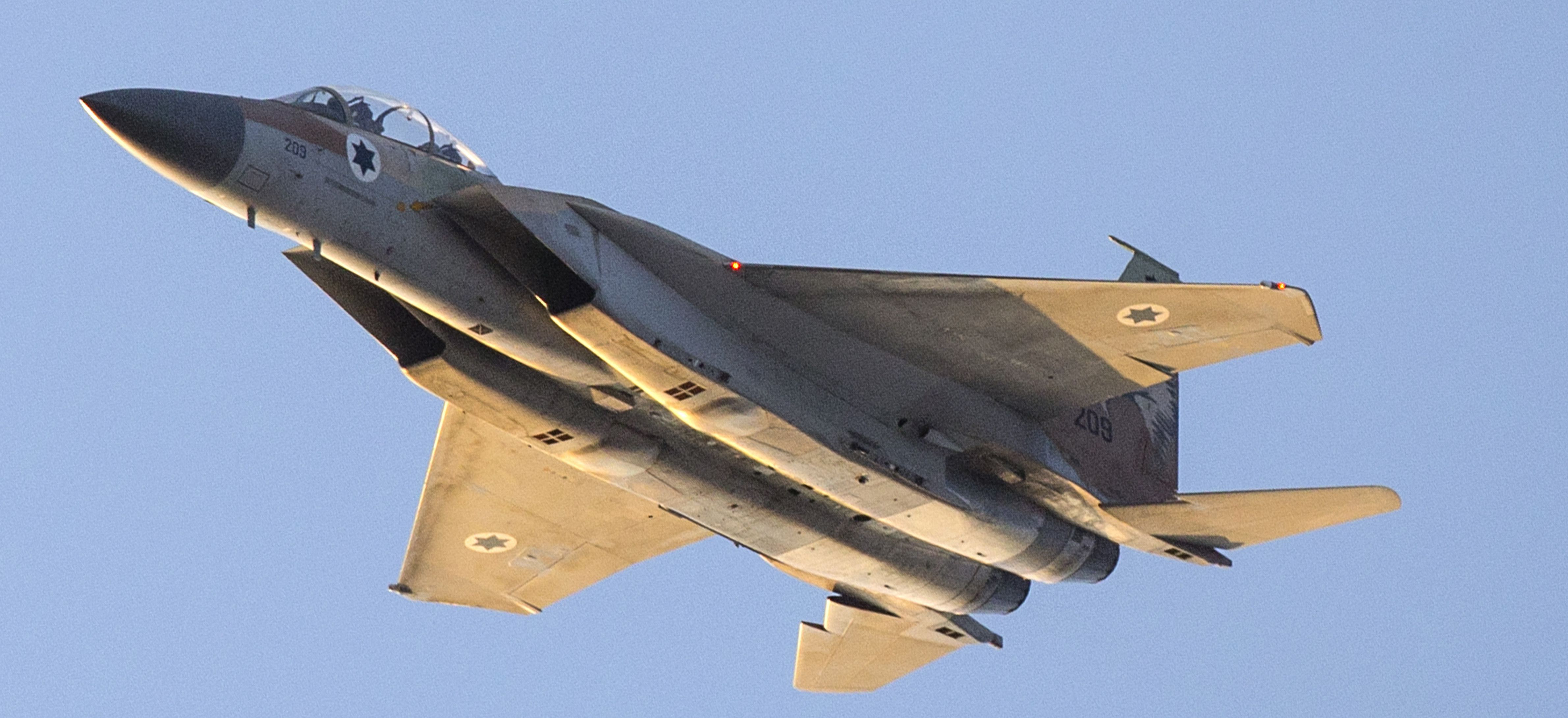 Israeli Air Force Launches Missiles On Syrian Army In Quneitra - Media