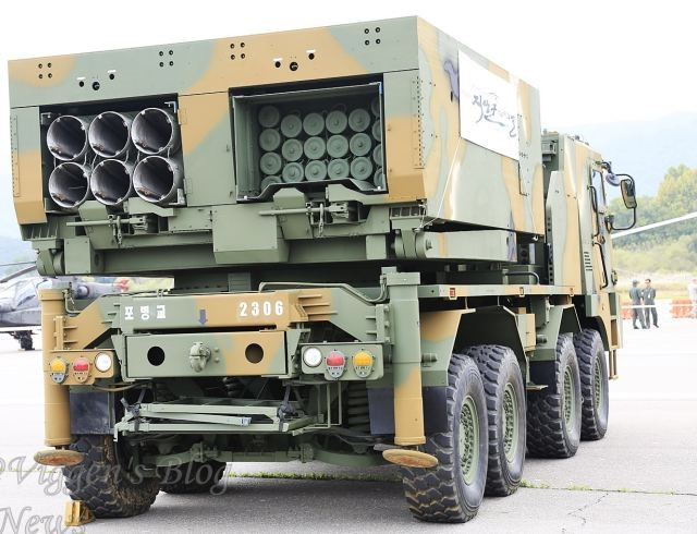 This photo clearly demonstrates the ability of the system to carry rocket pods of varying caliber. This MLRS vehicle is equipped with both 227mm. and 130mm. rockets for demonstration purposes.