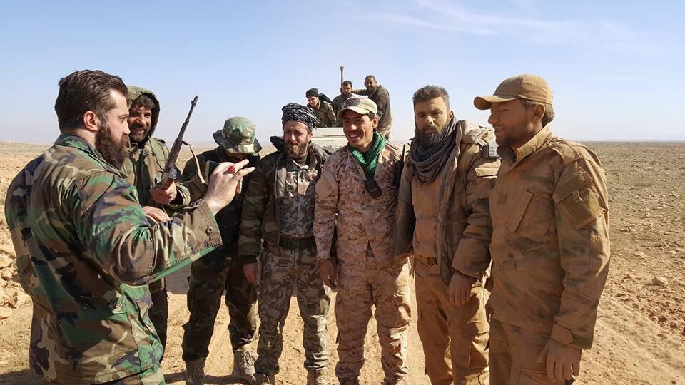 Des cellules d'ISIS tuent le commandant en chef, plusieurs combattants de la brigade Al-Quds dans le désert de Deir Ezzor