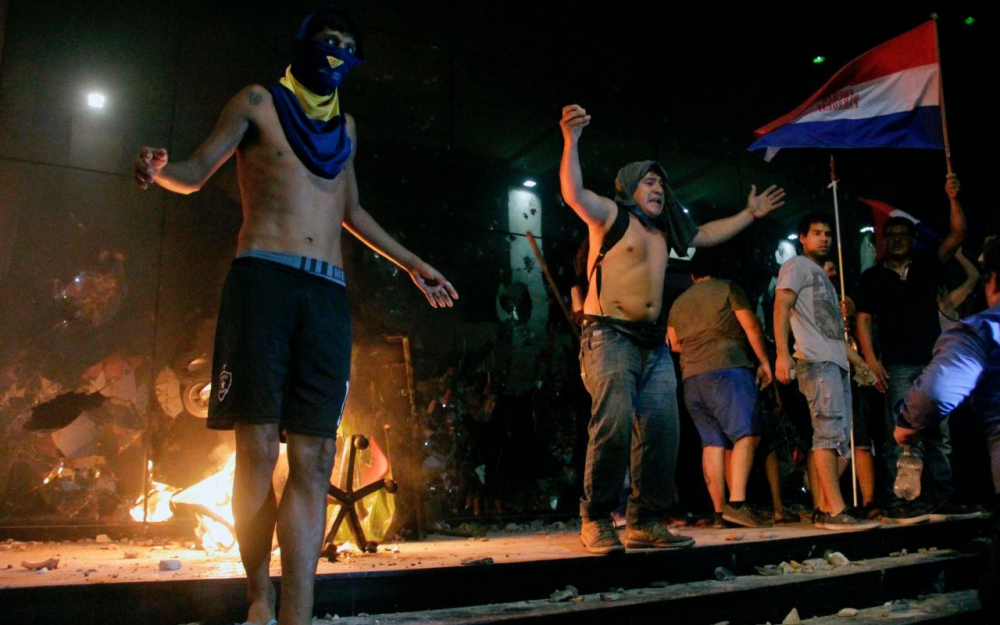 Protesters Stormed Building of Paraguayan Parliament & Set It on Fire (Photo & Video)
