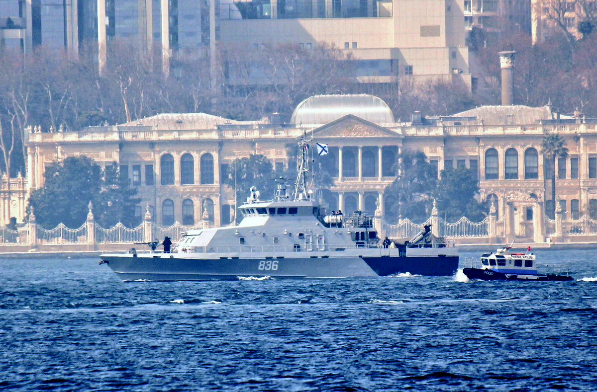 "12. Storm of the seas and, of course, ""Burke"" counter-sabotage ship project 21980 ""Grachonok"", Bosphorus, April 6, 2017 ((twitter.com/yorukisik)"
