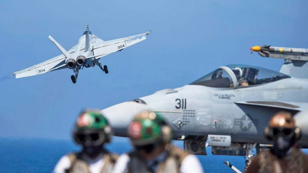 米国のF / A-18スーパーホーネット撃墜されたシリアのSu-22 Raqqa省で政府アドバンスに対するISISを停止する試みで