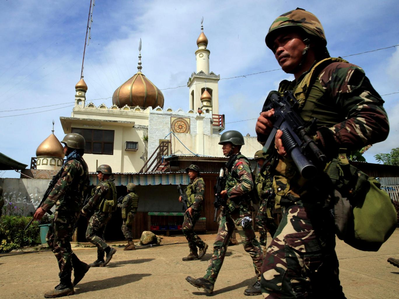 Philippines: Hundreds Of Civilians Still Trapped In ISIS-held Part Of Marawi
