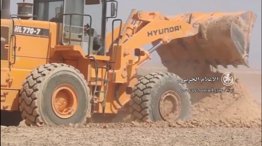 Syrian Army, Allies Setting Up Fortifications At Iraqi Border, North Of At Tanf (Videos)