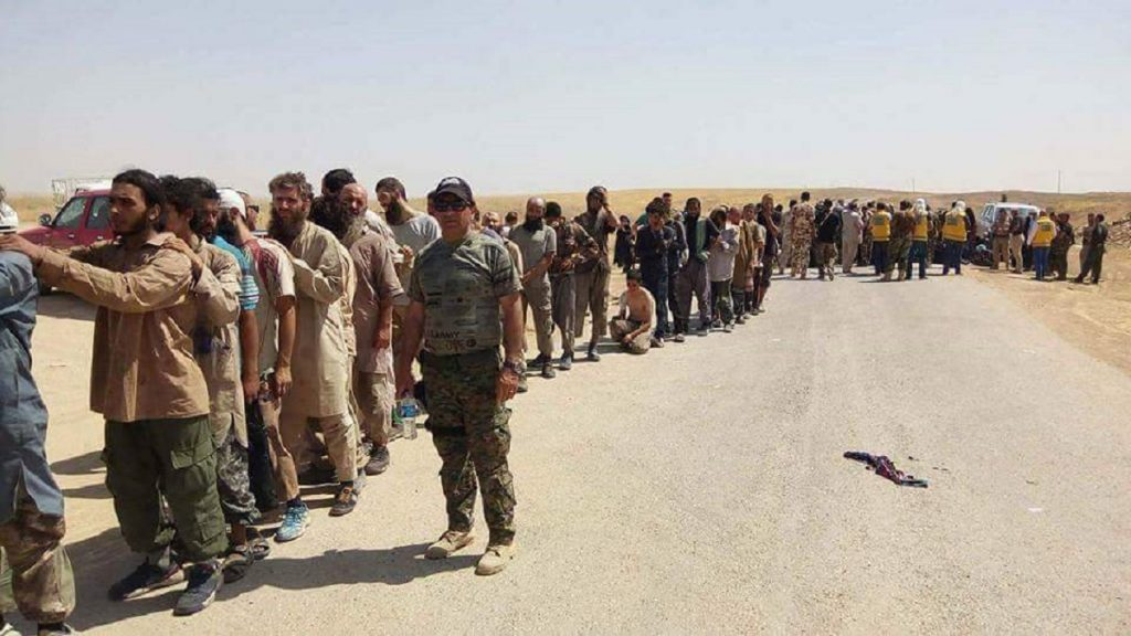 Kurdish Peshmerga Mass Execute ISIS Members Surrendered North Of Tal Afar - Reports