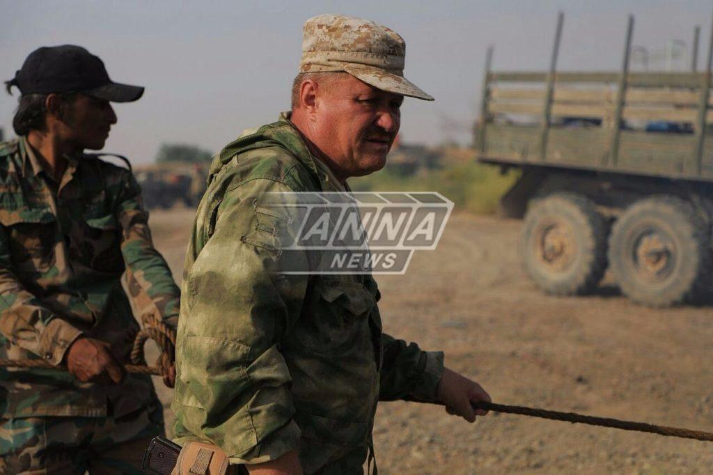 ロシア最高司令官はDeir Ezzorの近くで事実上の最前線で撮影された
