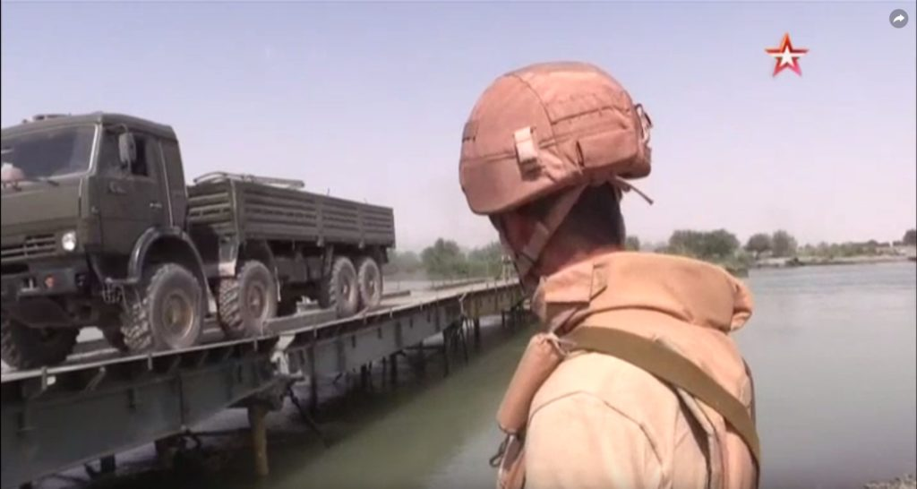 Russian Troops Established Temporary Bridge Trought Euphrates Near Deir Ezzor (Video, Photos)