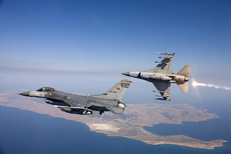 Turkish Air Force Attacks Kurdish Militia Inside Iraq