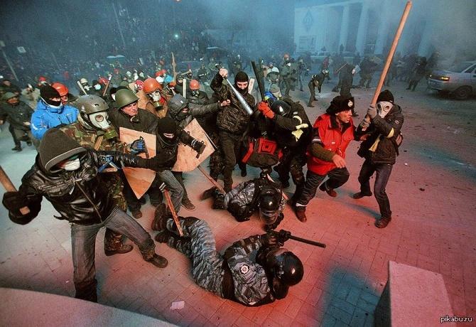 Ukrainian Parliament Equates Heroes Of WW2 With Maidan Participants