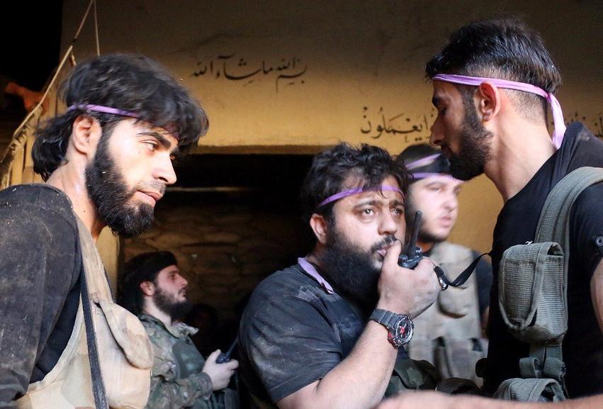 シリア反乱軍:アルカイダとアルゼンキーは停戦合意に達した。 事件で100人の武装勢力が死亡した