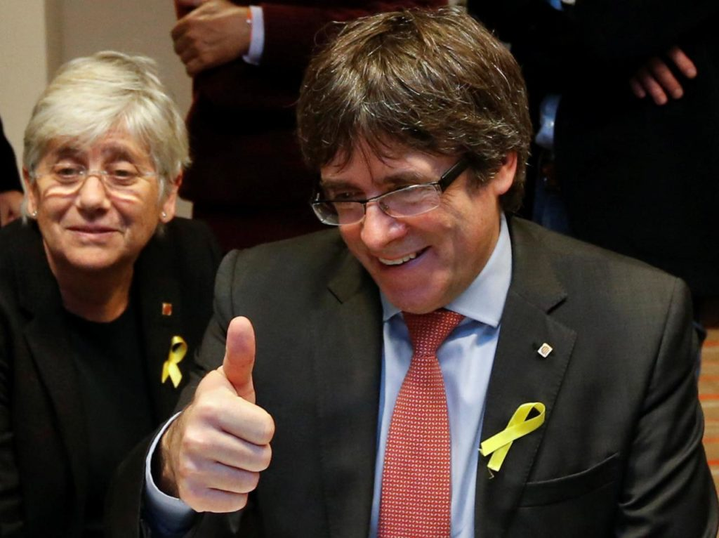 "Puigdemont: ""Catalan Republic Has Beaten Monarchy"""