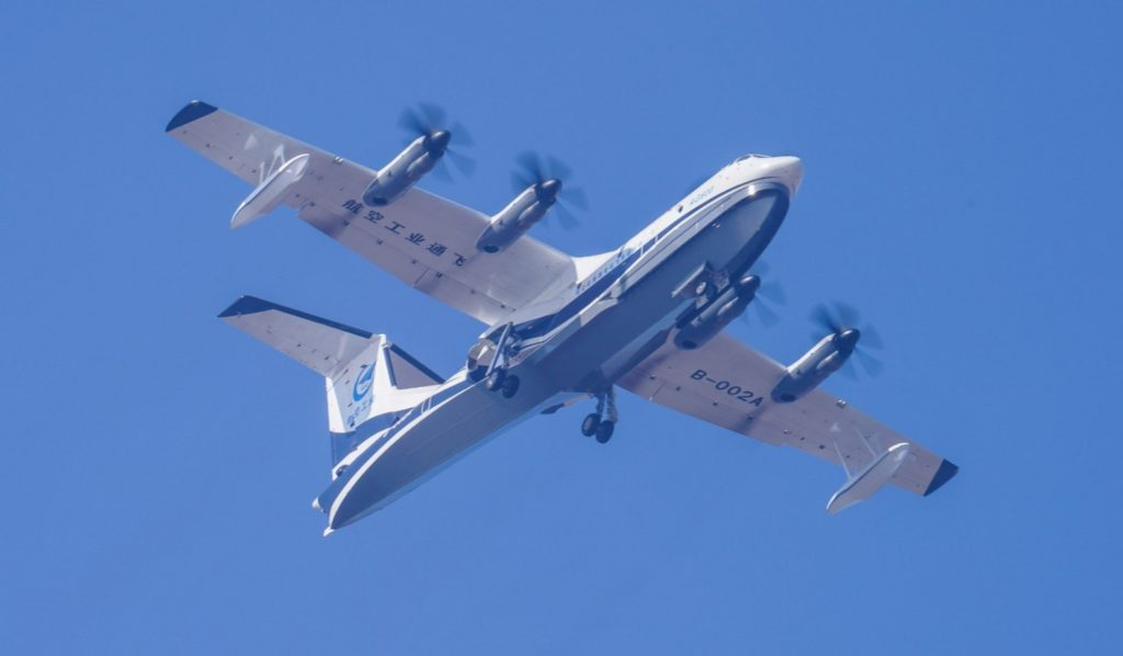 First Chinese Domestic Large Amphibious Aircraft Makes Maiden Flight (Photos)