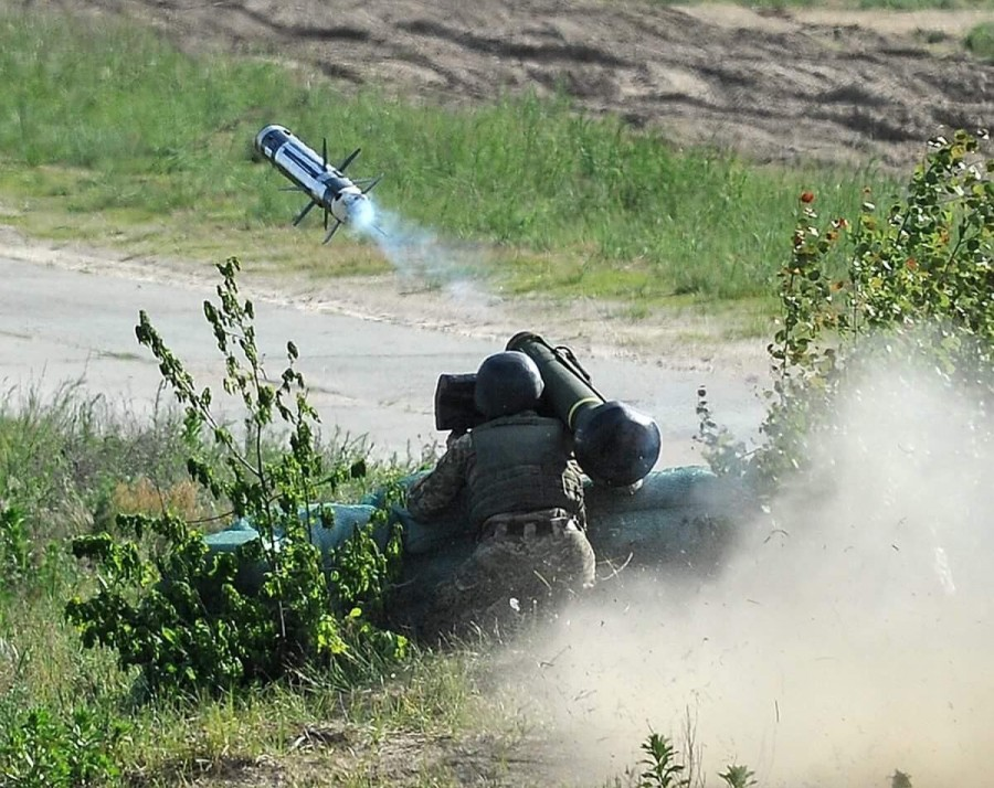 Ukrainian Forces Tested US-supplied Javelin Anti-Tank Missiles (Videos)