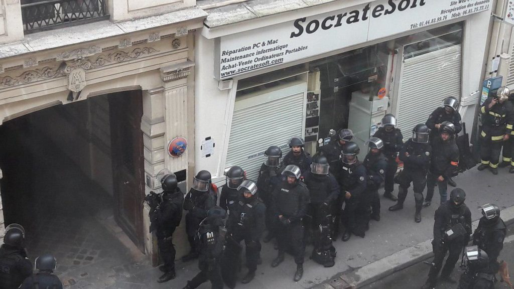 Hostage Situation In Paris: One Attacker Involved (Videos)