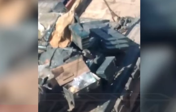 Ukrainian Military Deploys Large Number Of Battle Tanks, Other Equipment Near Contact Line With DPR, LPR Forces (Video)