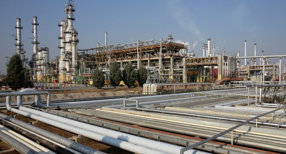 U.S. Threatens Russia, China, EU With New Sanctions Over Buying Iranian Oil