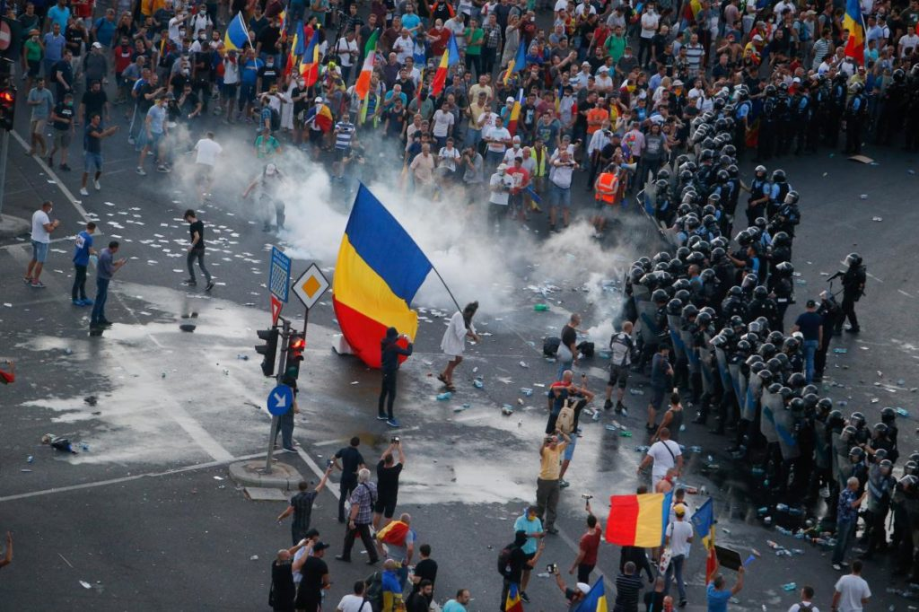Mass Riots In Romaina. At least 440 Injured