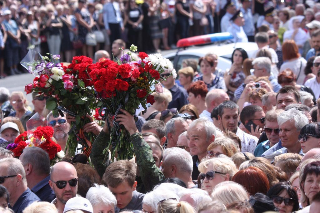 120,000 People Gathered To Bid Farewell To Murdered DPR Head In Donetsk (Photos, Video)