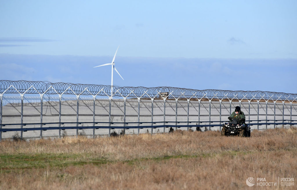 Russia Finishes Building Security Fence Along Crimea-Ukraine Border
