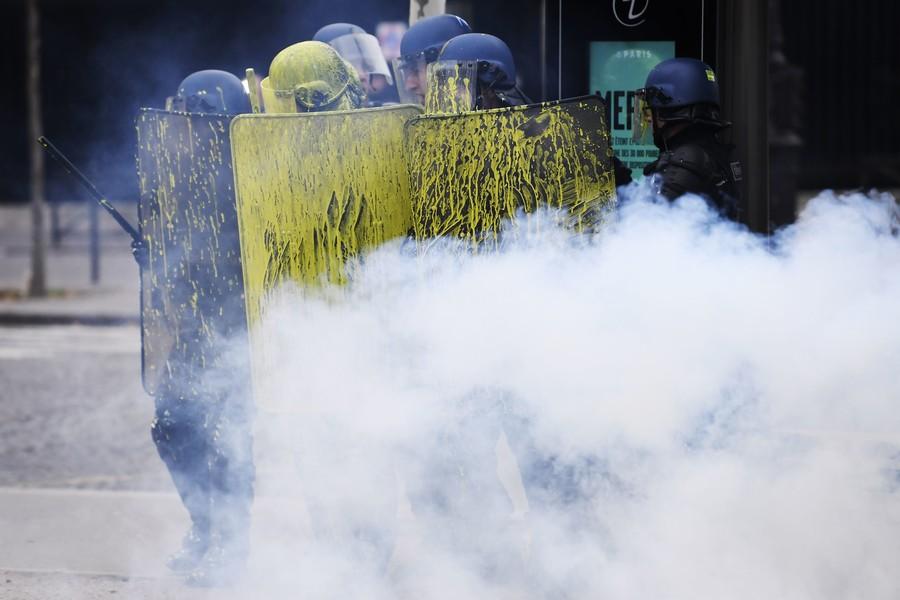 Dozens Injured As Paris Turns Into Battlefield Amid Fresh Yellow Vest Rallies (VIDEOS)