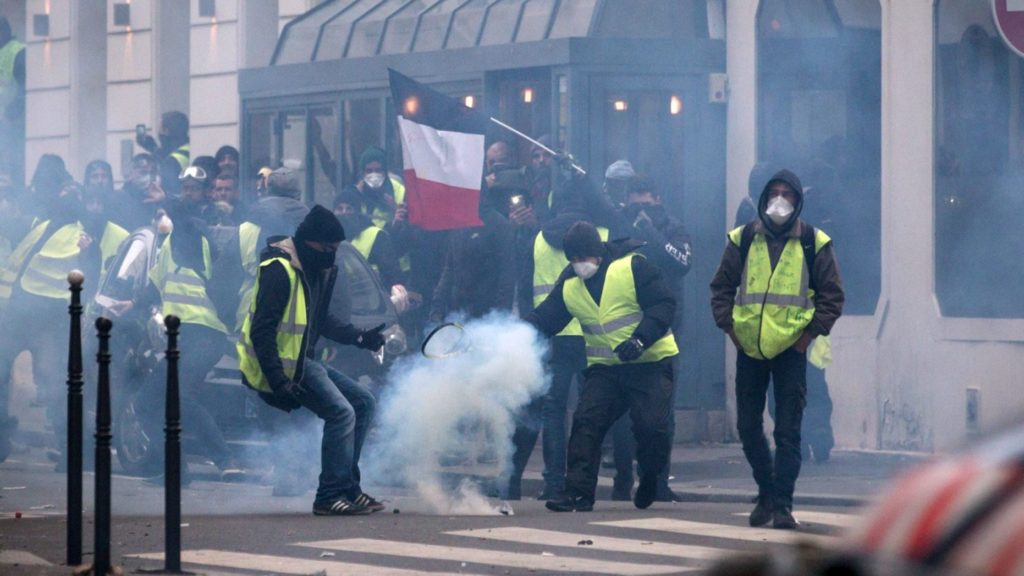 """Editorial Board Demands Blood"": Inside Look At How BBC Tries To Find Proof Of Russian Influence On Yellow Vest Protests"