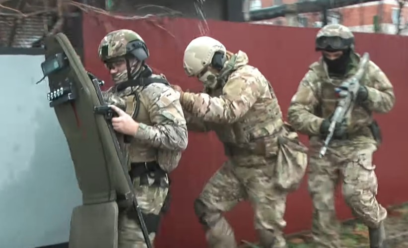 Russia's FSB Detained Members Of Terrorist Cell Collecting Money For ISIS (Video)