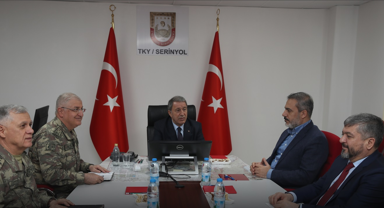 Turkish Army, Intelligence Chiefs Meet At Syrian Border
