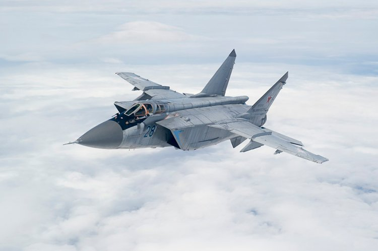 In Video: Russian MIG-31 Fighter Jet Intercepts US Signal Intelligence Plane Over The Pacific Ocean
