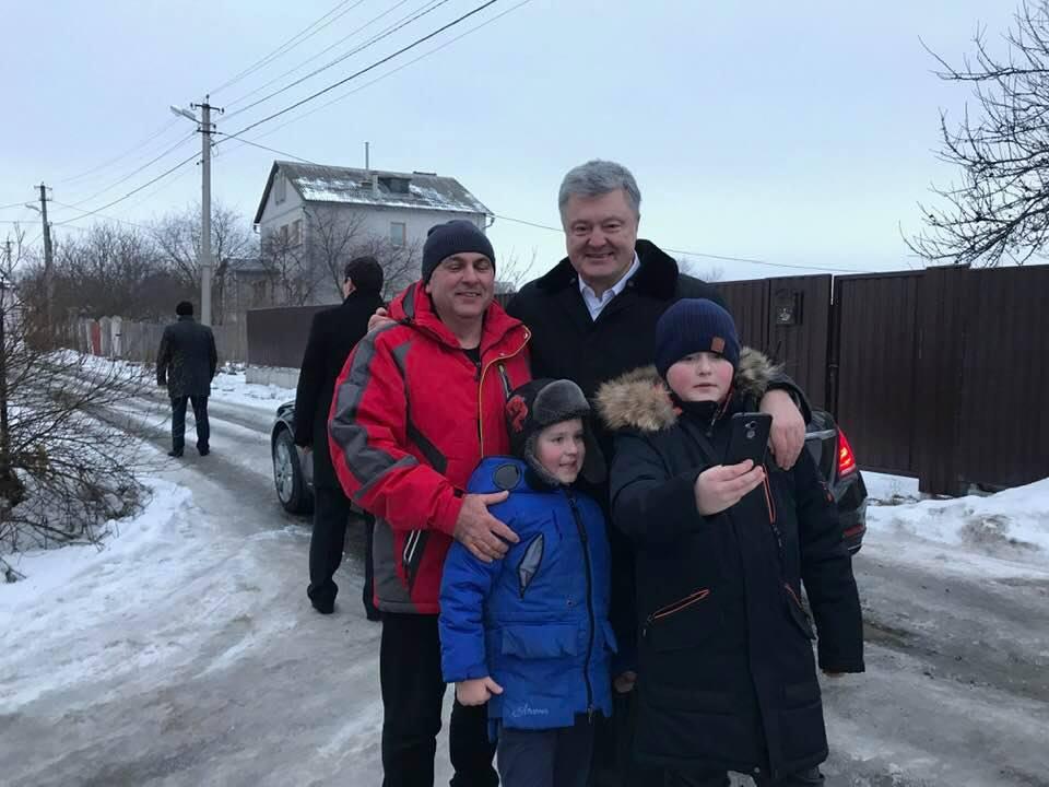 Poroshenko Mimicks Stories About Putin In Fierce Attempt To Get Upper Hand In Presidential Race