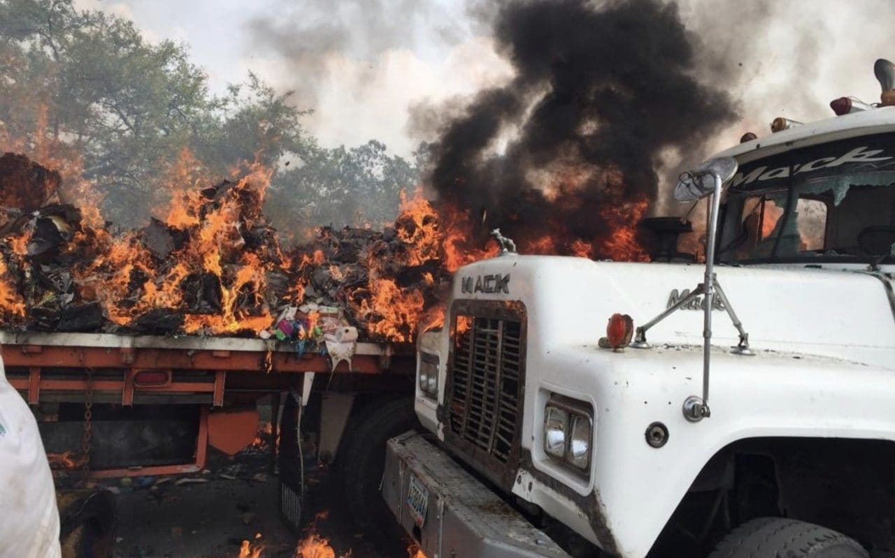 "Venezuelan Military Burns Truck Carrying U.S. ""Humanitarian Aid"" - Fake News"