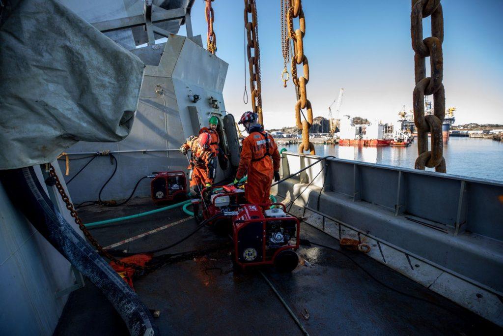 Fotografie, videá: Nórske námorníctvo obnovené Sunken Frigate Helge Ingstad