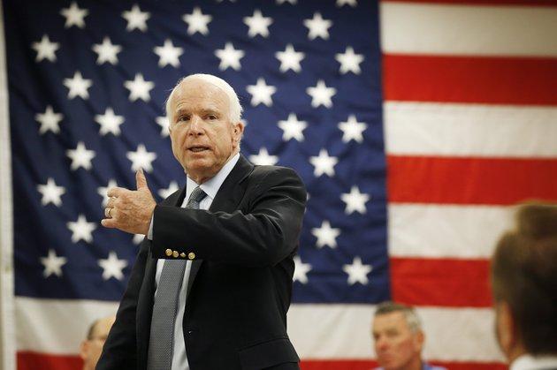 Poroshenko sa presúva na premenovanie ulice v Kyjeve po John McCain