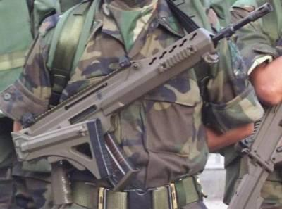 Assault-Rifle-Wielding Mexican Soldiers Disarm US Troops On Border