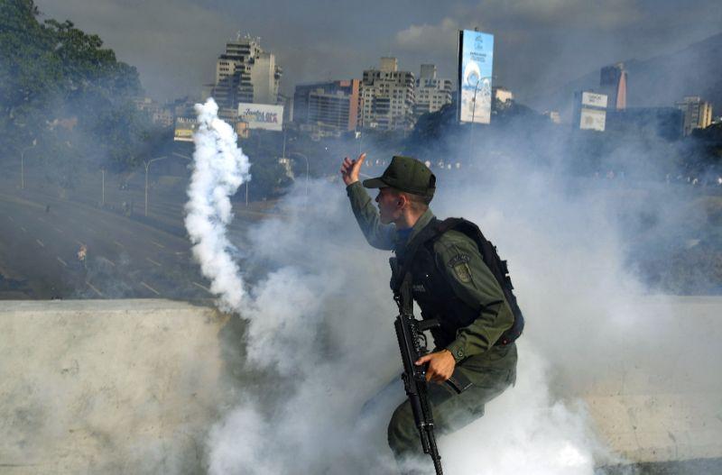 USA deklarujú plnú podporu pre akcie Guaido Uprostred správ o streľbe v blízkosti Francisco de Miranda Airbase
