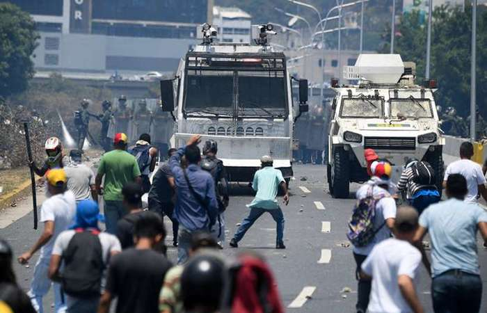 Guaido Supporters Failed To Establish Control Of Caracas Airbase. Clashes Continue In Nearby Area