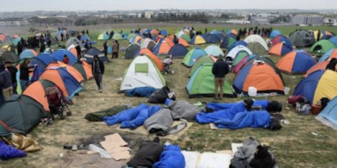 Hundreds Of Migrants Battle With Greek Riot Police After 'Fake News' About Open Border