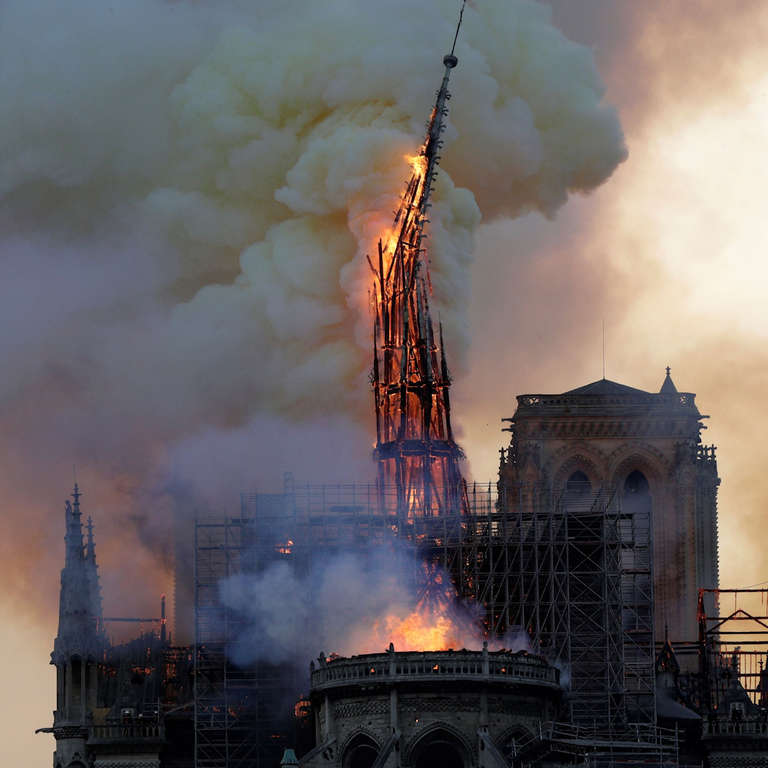 """Architecture Magazine Suggests To Replace the Notre Dame's Spire With a """"Graceful Minaret""""?"""