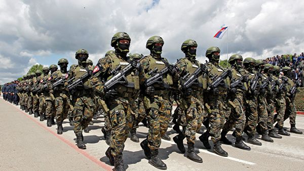 Les troupes serbes placées en état d'alerte après l'éclatement des forces du Kosovo dans des régions peuplées de Serbes