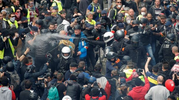 """France Tests Its """"Zero-Tolerance"""" Policy On Demos Against May Day Marches"""