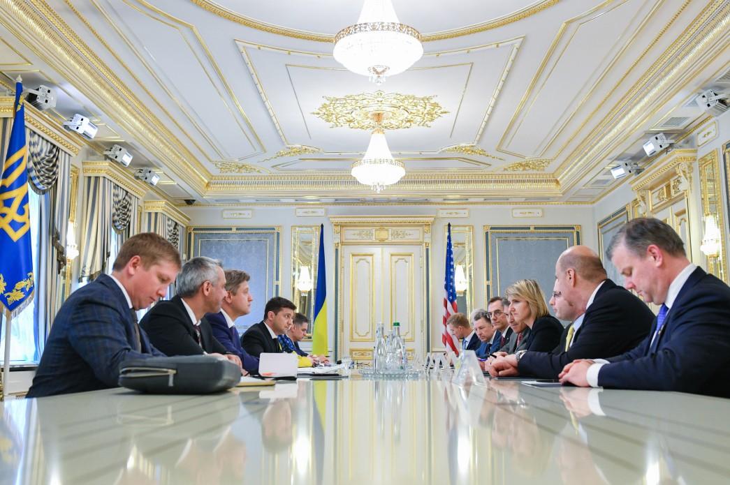 """""""No Detente"""": Zelensky Starts Singing Poroshenko's Song Immidiately After Inauguration"""