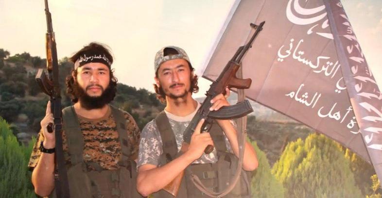 SOHR: Turkistan Terrorists Behind Northern Lattakia Chemical Attack Claims
