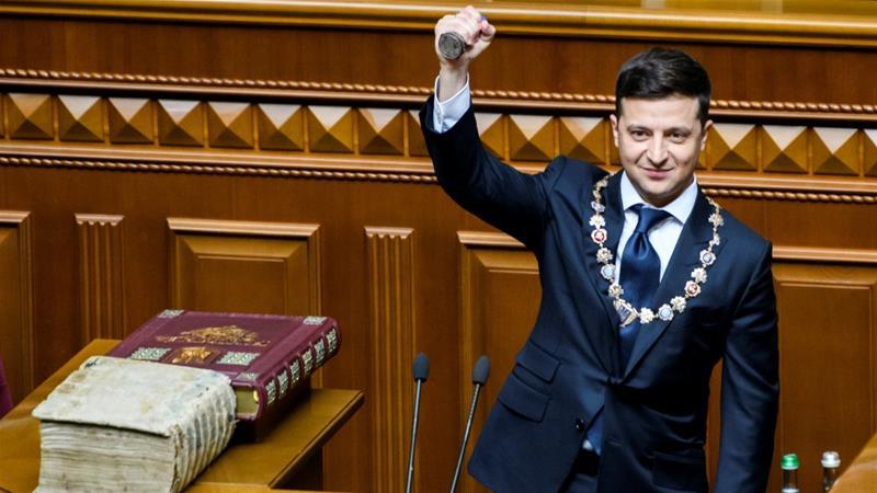Volodymyr Zelensky Inaugurated As Ukrainian President, Immediately Dissolved Parliament