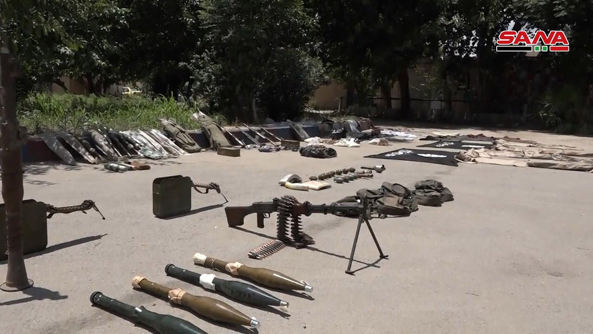 Syrian Army Uncovers Large ISIS Hideout, Weapons In Southern Deir Ezzor (Photos)